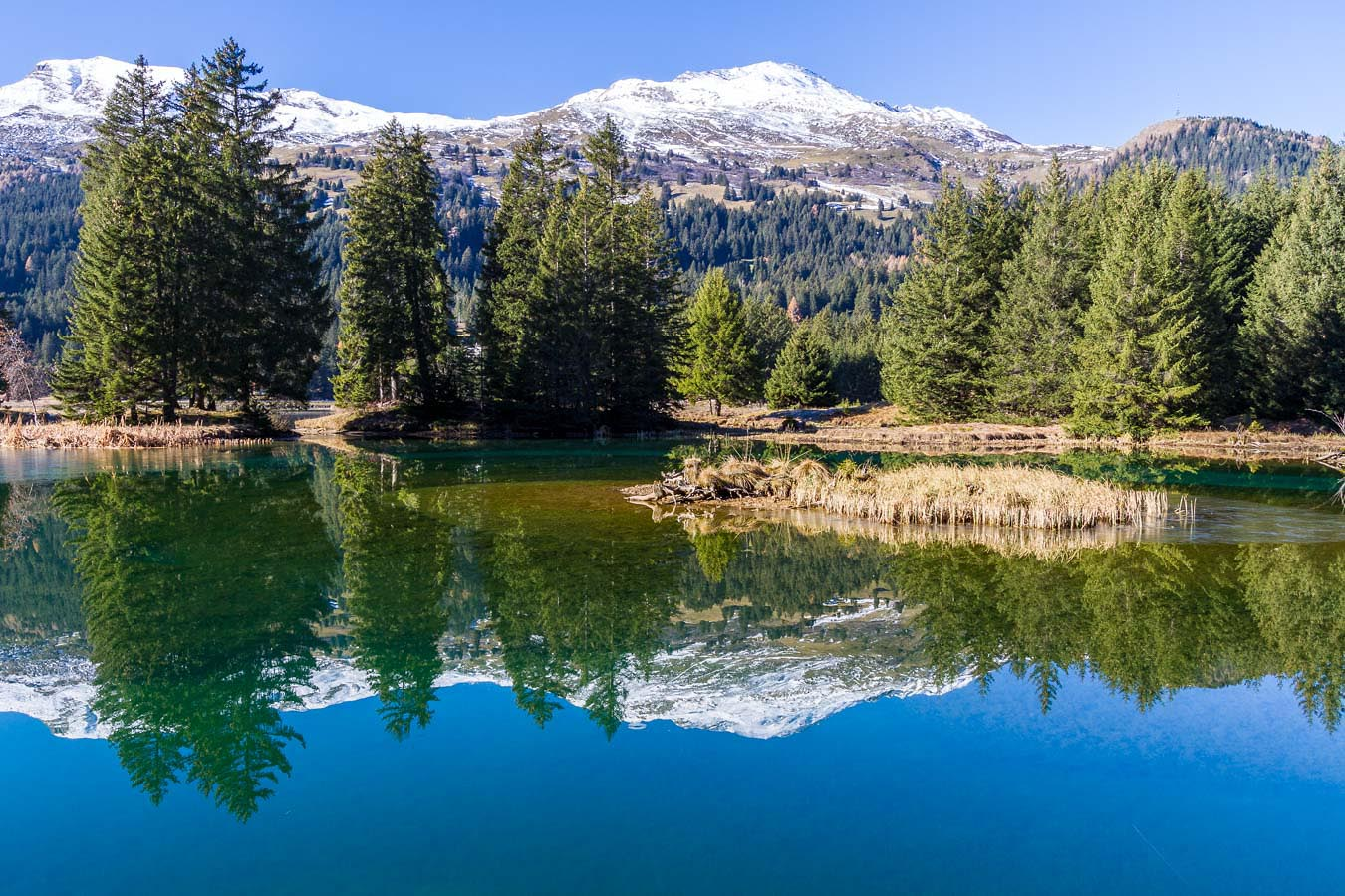 Badesee mit Spielparadies in Graubünden