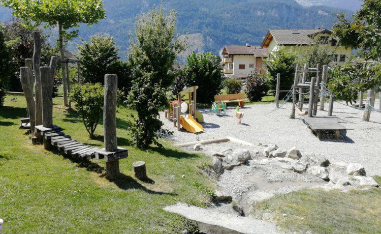 Spielplatz mit Wasser in Graubünden – Trimmis