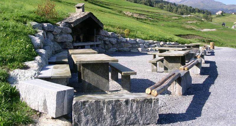 Kinderbadesee Graubünden - Grillstelle