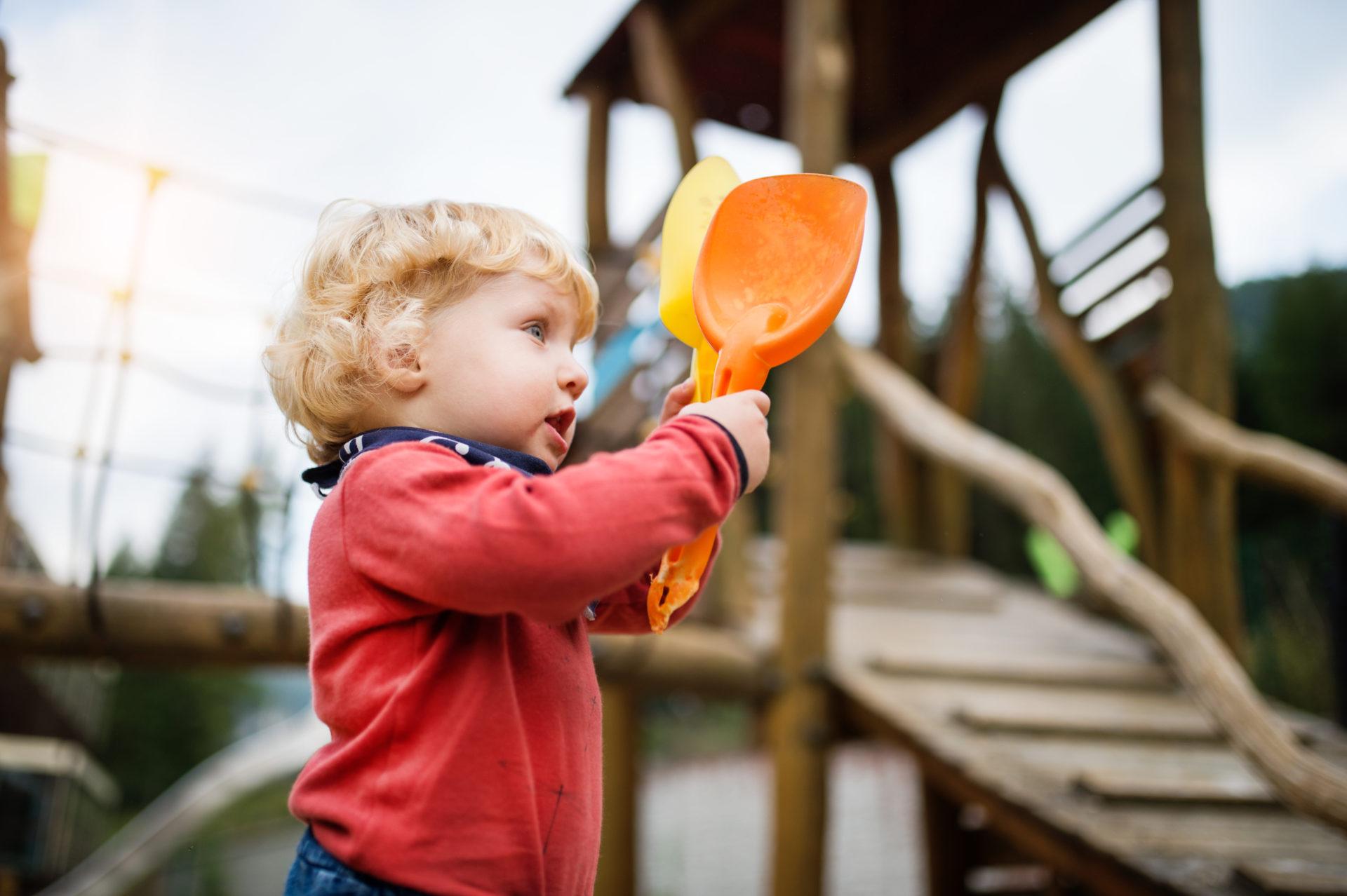 Der Spielplatz Peter Pan in Untervaz ist ein beliebter Abenteuerspielplatz in Graubünden.Hier wird dem kindlichen Bewegungshunger mit einem ausgefallenen Spielplatz Rechnung getragen. Auf dem Spielgelände stehen imposante Holztürme, die mit ihren drei Stockwerken und den langen Rutschbahnen für abenteuerliches Vergnügen sorgen. Für die jüngeren Kinder gibt es zudem einen kleinen Kletterturm mit Rutschbahn, Schaukeln, zahlreichen […]