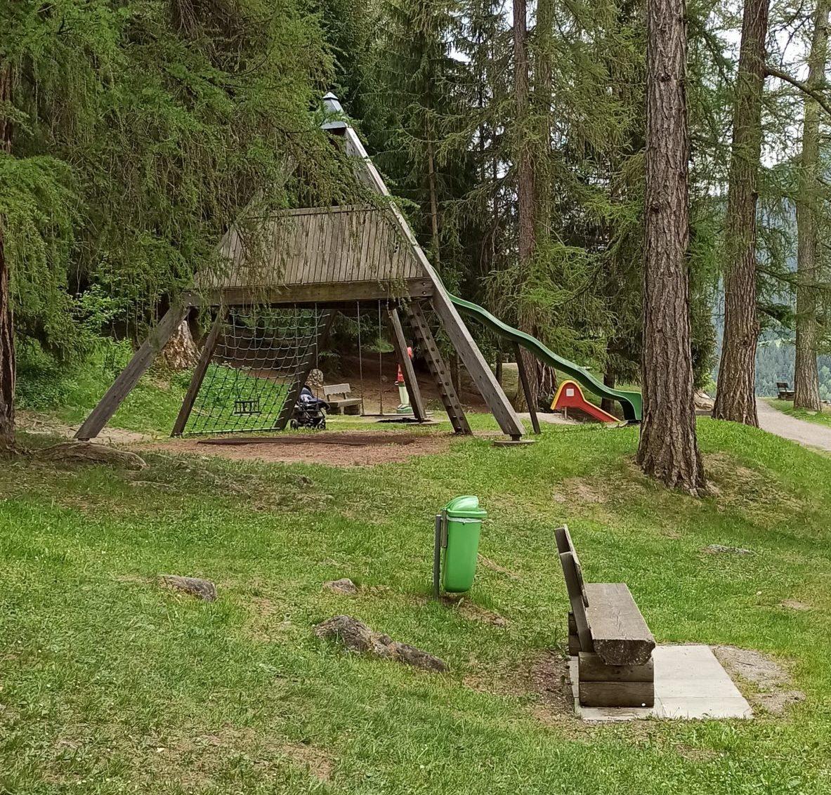 Spielplatz mit Waldspielpfad – Savognin